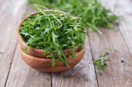 11 types de laitue et l gumes feuilles d compos es par la - Salade a couper qui repousse ...