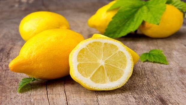Le masque du citron et la crème fraîche des taches de rousseur